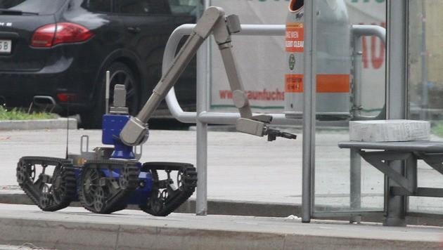 "Der Bombenroboter ""Maxl"""
