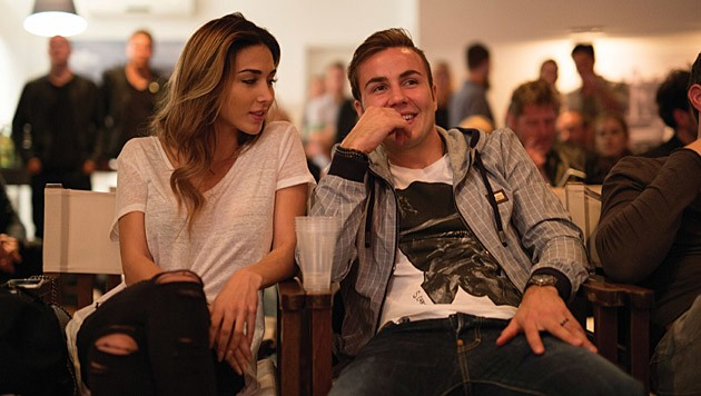 Kicker Mario Götze und seine Freundin Ann-Kathrin Brömmel lauschten aufmerksam Anna F.