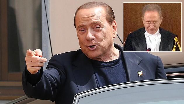 Ex-Premier Berlusconi freute sich über den Freispruch, Richter Tranfa trat zurück. (Bild: AP, APA/EPA/STEFANO PORTA)