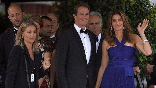 Cindy Crawford mit Ehemann und Clooneys Trauzeuge Rande Gerber (Bild: AFP)
