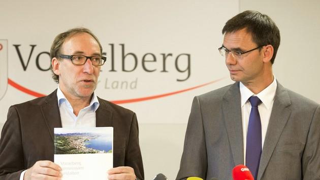 Johannes Rauch (l.) und Markus Wallner präsentieren ihr Arbeitsprogramm. (Bild: APA/DIETMAR MATHIS)