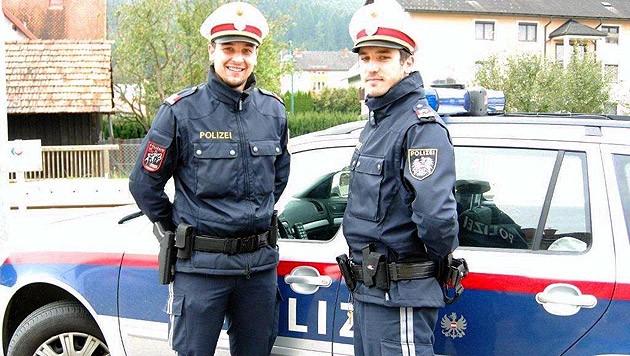 Inspektor Zapfl und Revierinspektor Birnhuber (r.) von der Polizei in Krottendorf-Gaisfeld