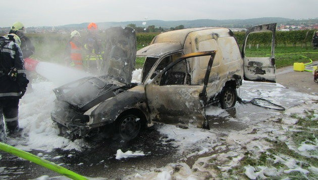 Das Auto brannte völlig aus.