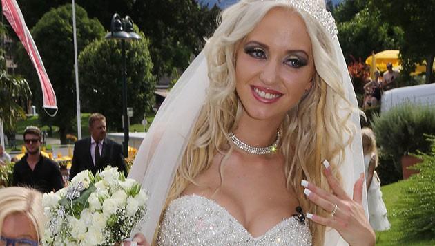 """Richard Lugners Verlobte Cathy """"Spatzi"""" Schmitz wird im Designer-Hochzeitskleid zum Altar schreiten. (Bild: Uta Rojsek-Wiedergut)"""