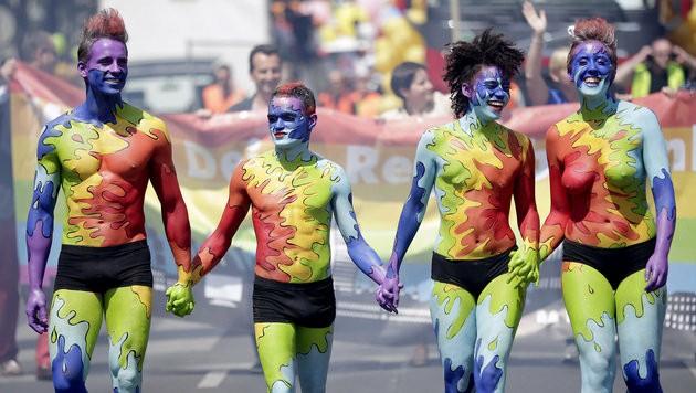 Die Regenbogenparade findet wieder statt, heuer ist die FFP2-Maske Pflicht. (Bild: APA/GEORG HOCHMUTH)