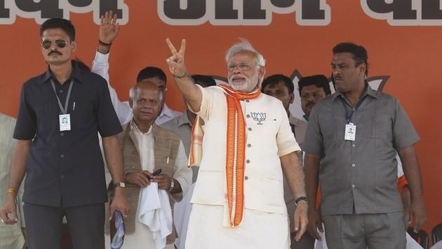 Indiens Premier Narendra Modi (Mitte) (Bild: AP)