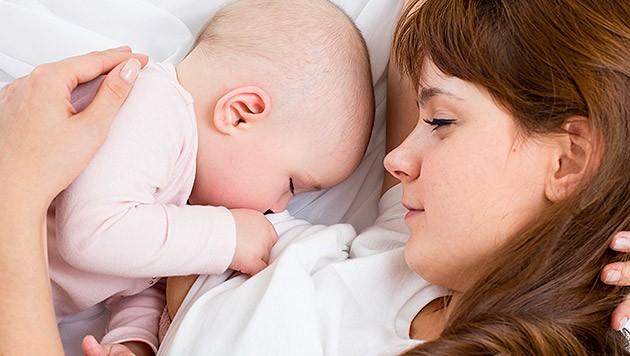 So helfen Sie Ihrem Baby bei einem Schnupfen | krone.at