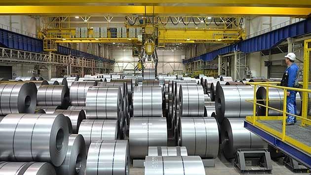 Auch die Stahlproduktion ist im Zuge der Krise deutliche eingebrochen. (Bild: APA/Barbara Gindl)