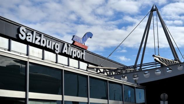 Der Privatjet aus Moskau landete am Salzburger Flughafen, um einen Koffer von einem Zweitwohnsitz abzuholen. (Bild: APA/BARBARA GINDL)