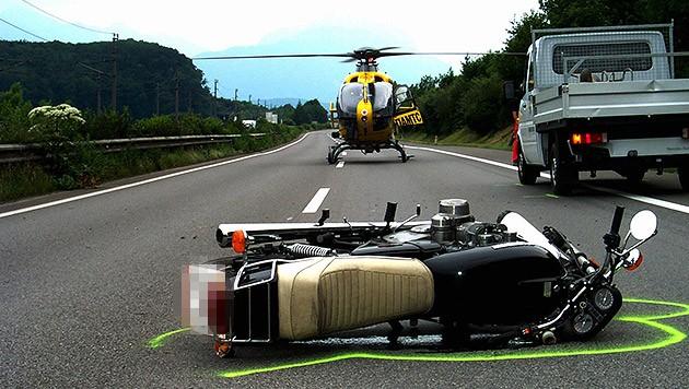 Der schwer verletzte Lenker wurde ins Spital geflogen (Symbolbild) (Bild: ÖAMTC, krone.at-Grafik)