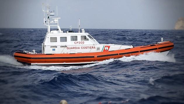 Küstenwache von Lampedusa (Archivbild) (Bild: AP, krone.at-Grafik)