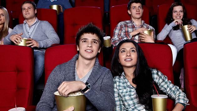 Bessere Zeiten: Kinobesucher genießen einen Film. (Bild: thinkstockphotos.de)