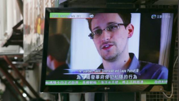Der Ex-Geheimdienstler Edward Snowden machte die ausufernde globale Internetüberwachung der US-Geheimdienste publik. Er tauchte unter und setzte sich in einer spektakulären Flucht über Hongkong nach Russland ab. (Bild: AP)