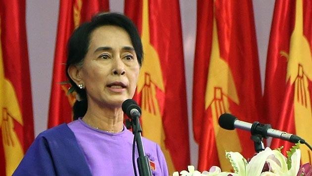Aung San Suu Kyi soll in Myanmar wegen Hochverrats angeklagt werden. (Bild: AP)