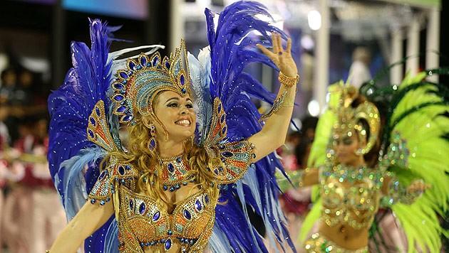 karneval nackt lustig