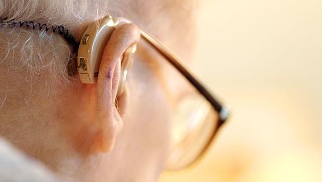 Wegen Hörgerät wurde Prozess vertagt (Bild: thinkstockphotos.de)
