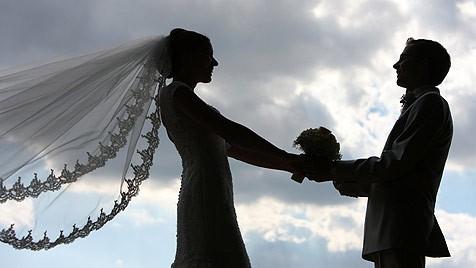 In Flagranti Ertappt Brautigam Ging Auf Eigener Hochzeit Mit Kellnerin Fremd Krone At