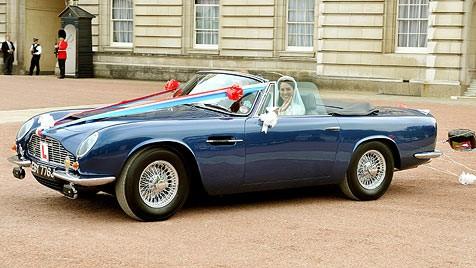 Royale Spritztour Williams Und Kates Aston Martin Fährt Mit Wein Krone At